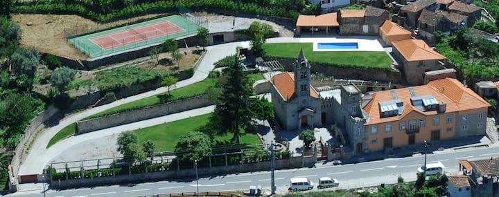 Casa em pedra com piscina - Douro