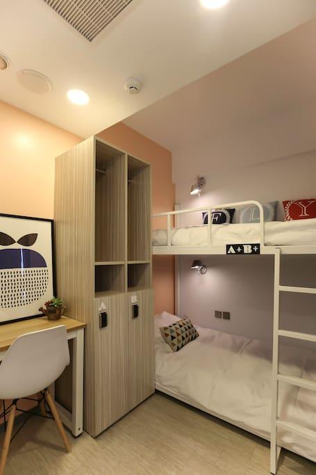 每間房間色系不同,隨機安排,不一定靠窗。