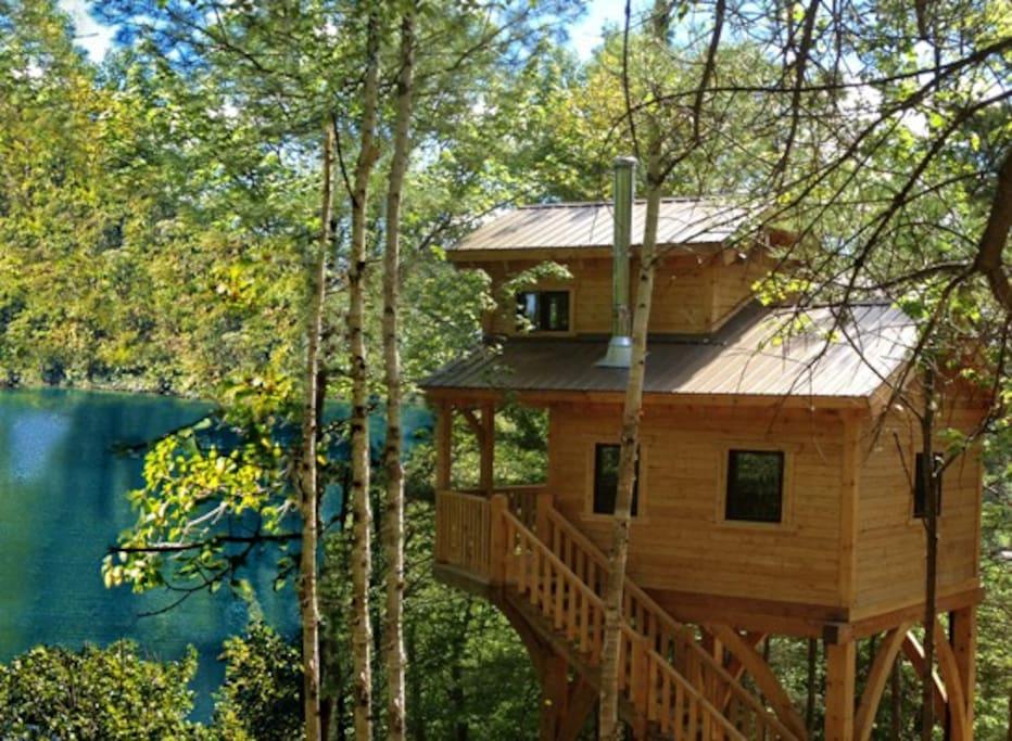 Lakeside treehouses, sleep up to 6