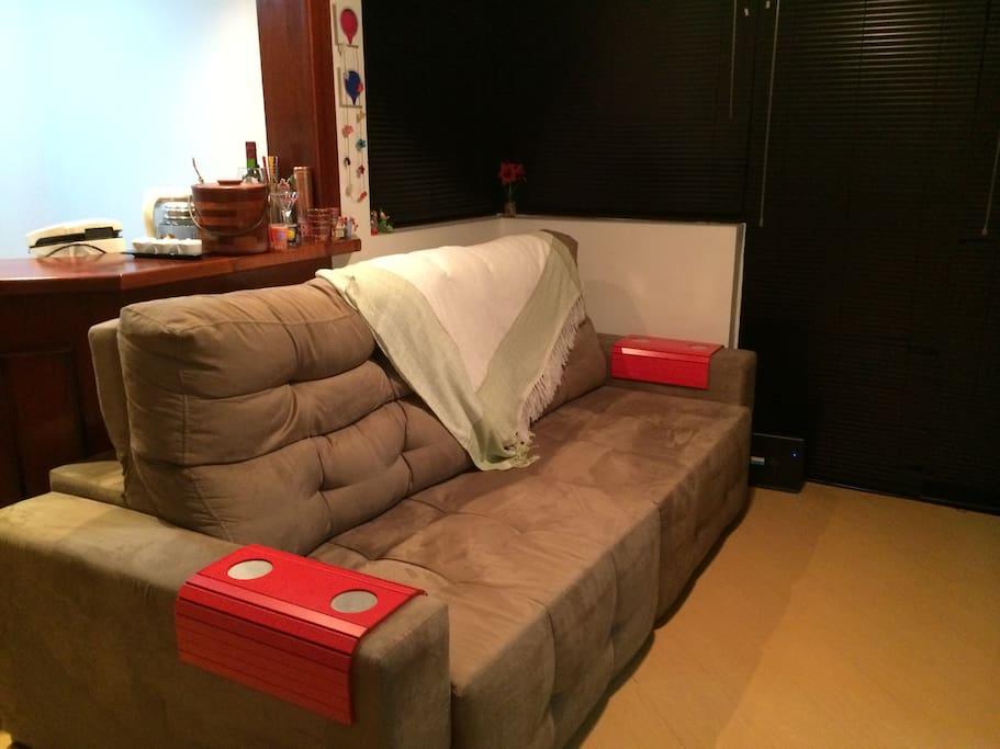 O sofá pode ser para uma terceira pessoa.
