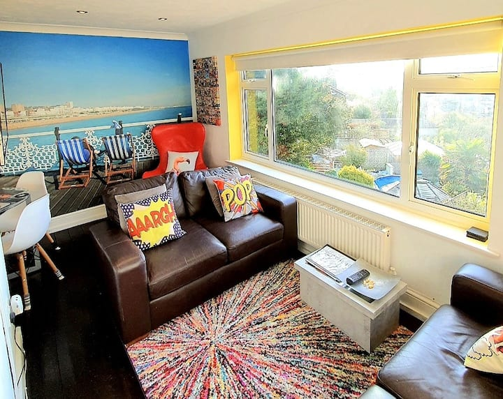 3 bed house, stunning views and free parking.