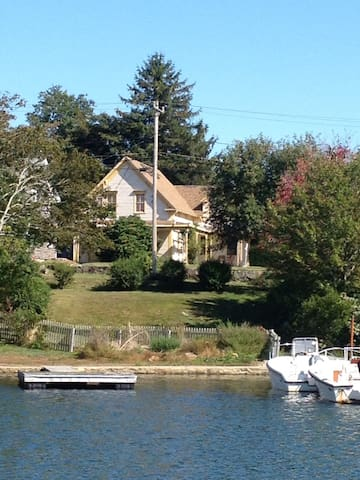 Woods Hole - Great Views