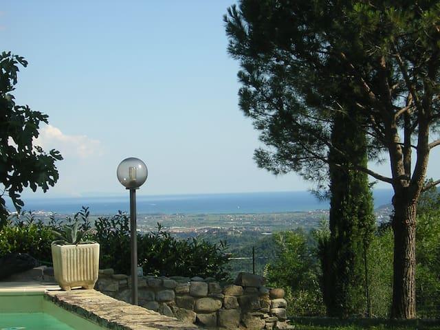 Bella casa con bellissimo giardino - Ponzano Superiore - Aamiaismajoitus