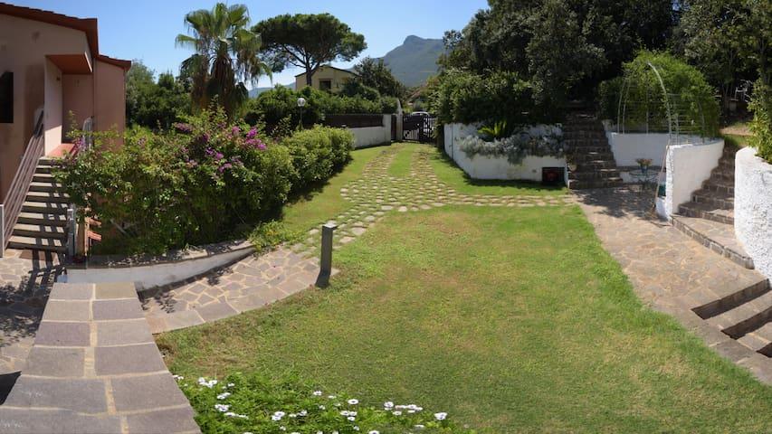 """Villa al """"Monte-Mare-Lago"""" a Torre Paola Sabaudia"""