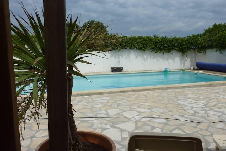Appartement proche des plages avec piscine.