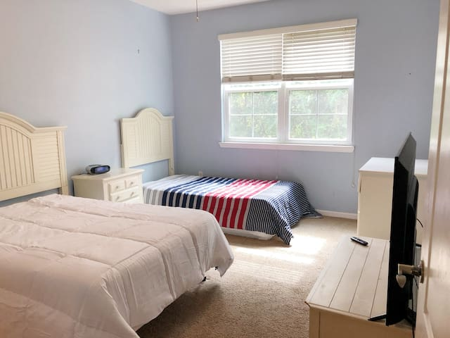 PRIVATE ROOM, TWO BEDS, BATHROOM, CLOSE TO DISNEY