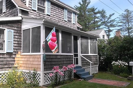 Charming Beach Cottage at Water! - Saco - Dom