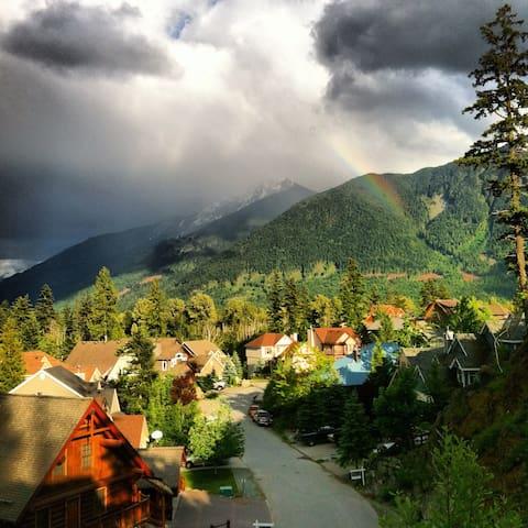 Pemberton Mountain View Chalet (long-term stays)