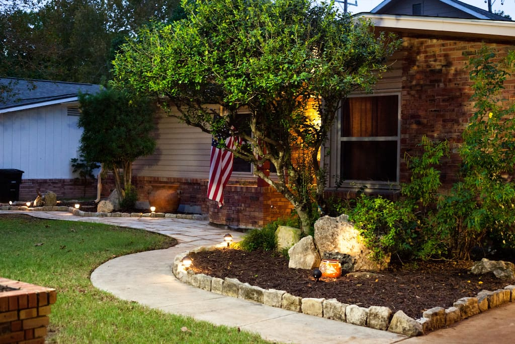 Well lit paved, pathway leading you to the Home in San Anton'