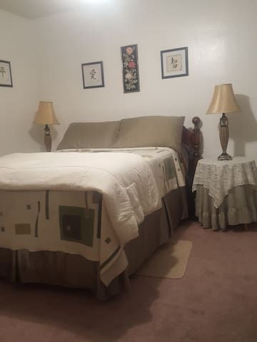 Comfy One-Bedroom Suite near everything! - Fayetteville