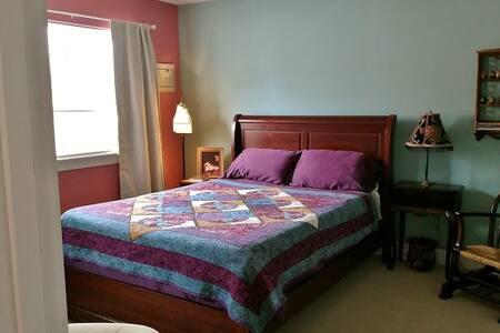 Comfy room near McMenamin's Edgefield