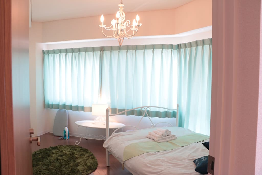 「Flower room」double bed, this room has little balcony and Suitable for couple.