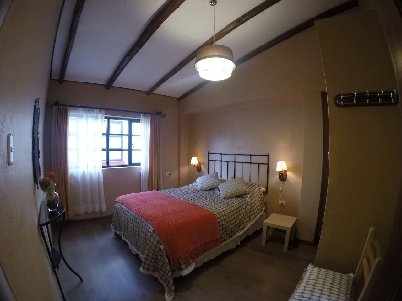 Habitacion Matrimonial con Baño Privado y Baño con Agua Caliente Solar