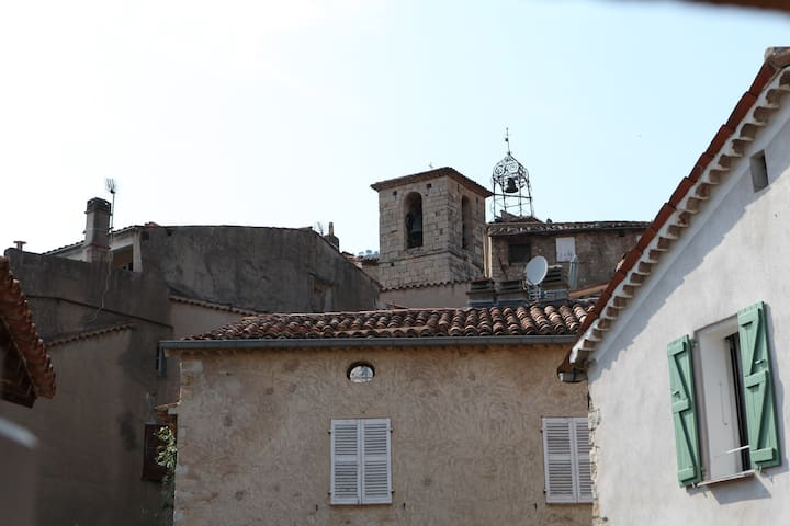 Charmant Appartement avec terrasse à Seillans