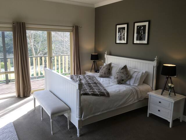 'Emerald Ridge' Private Guest Room set on 10 acres - Emerald - Bed & Breakfast