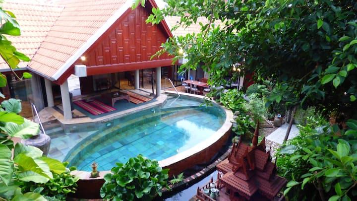 Stunning 6 bedroom pool villa. Jomtien Beach