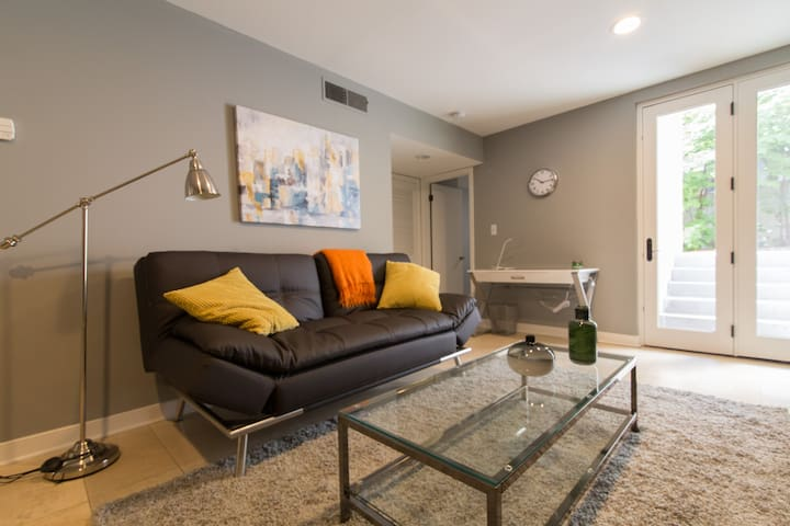 One bedroom w/priv patio in Dupont Circle/West End