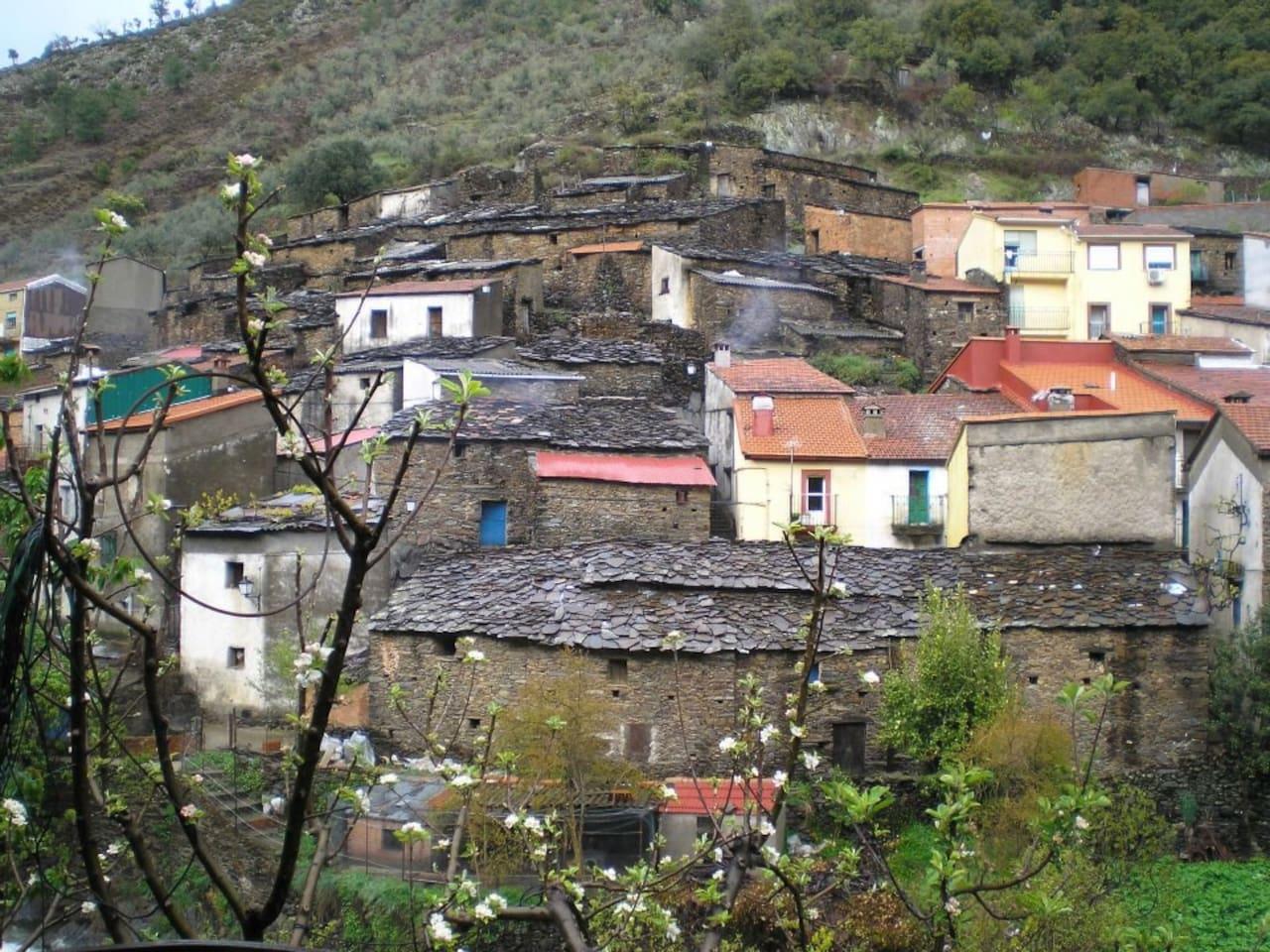 Es una foto de Nuestros pueblo,El GASCO