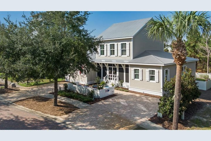 New 4/3 in Blue Mountain with amazing Outdoor Living and free Golf Cart