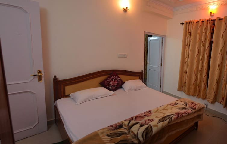 Family Deluxe (Room Only) - Kasauli - Bed & Breakfast