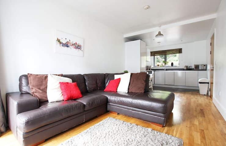 Centrally located 2 double bed apartment