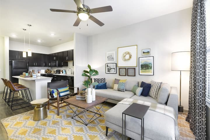Comforts of home + convenience | 1BR in Temple