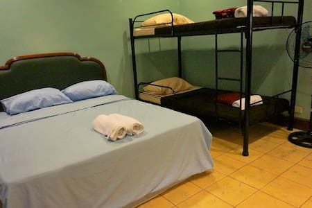 Premium Bedroom good for 4 pax - Baguio - Villa