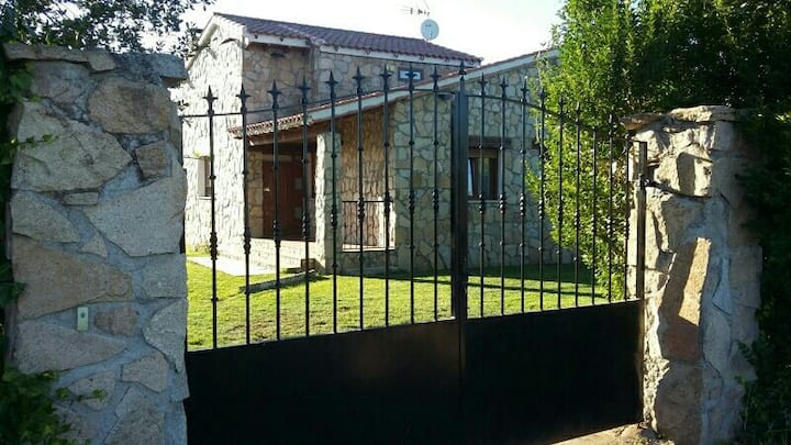 Casa Rural Chavascat con piscina y Chilau privado