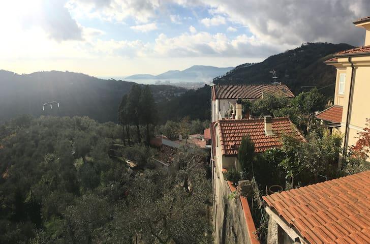 Flat with big terrace near Cinque terre