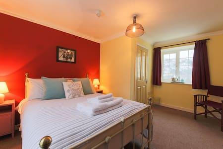 Double room near harbour - Mevagissey