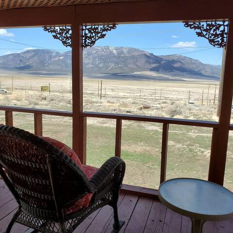 Mountain view getaway. Corporate housing