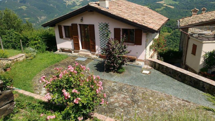 Casetta sulla vallata - Monchio L'axella - Rumah