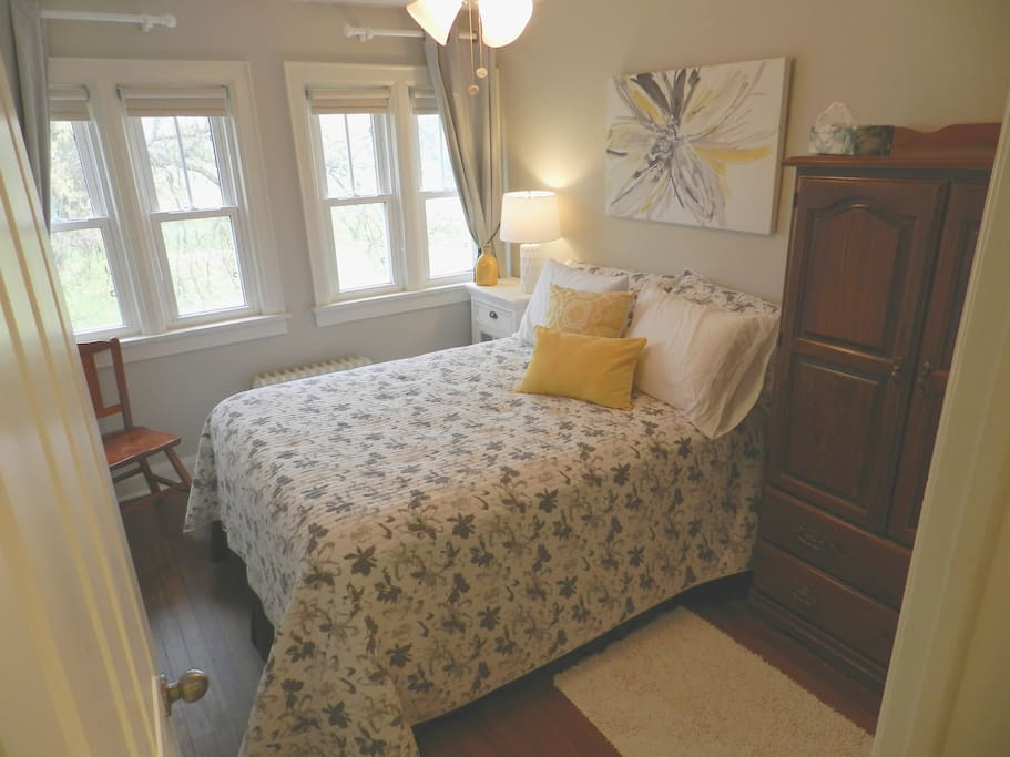 Bright White - Double bed with view of blueberry farm