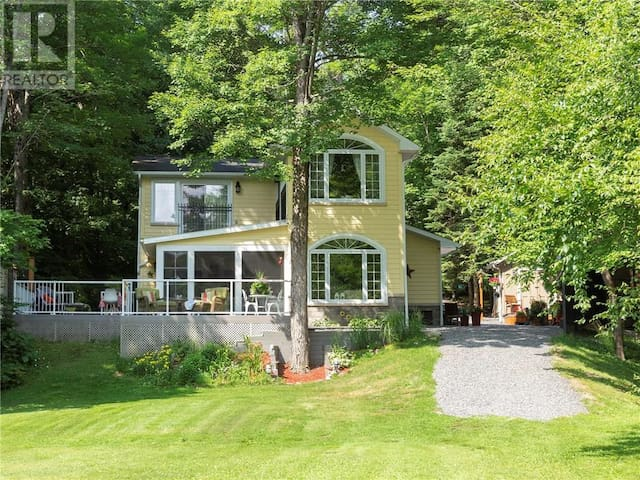 Luxury Muskoka Waterfront Cottage - Private Beach