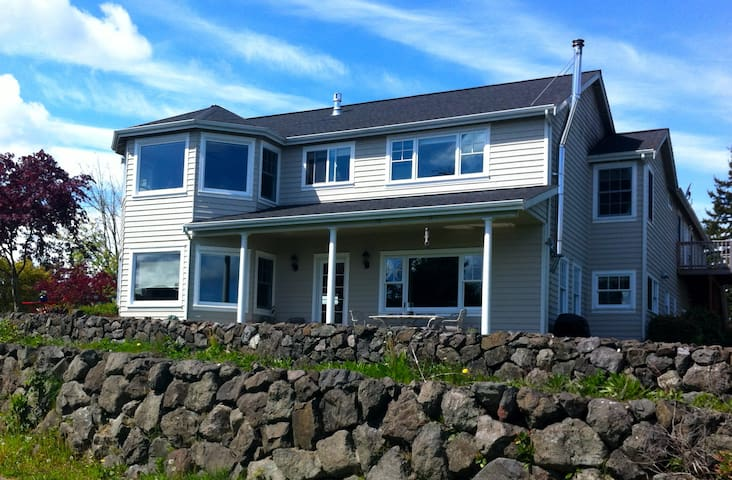 Luxury Water View Home in Poulsbo - Poulsbo - House