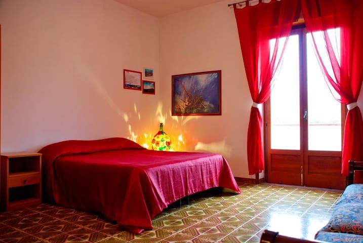 """""""In Riva al Mare""""b&b - Stanza Etna - Capo D'orlando - Bed & Breakfast"""
