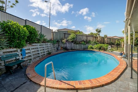 Private family friendly 2 dbl bdrm with pool. WIFI - Algester