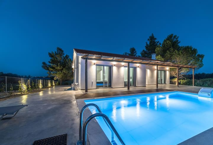 Villa Super Grey - 3 bedrooms with private pool.