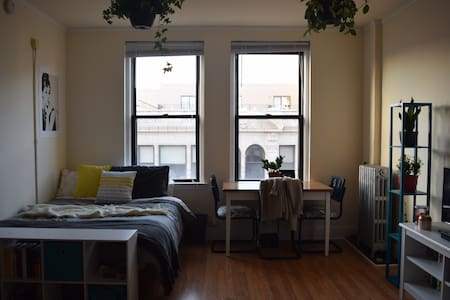 Bright studio in Logan Square - Chicago