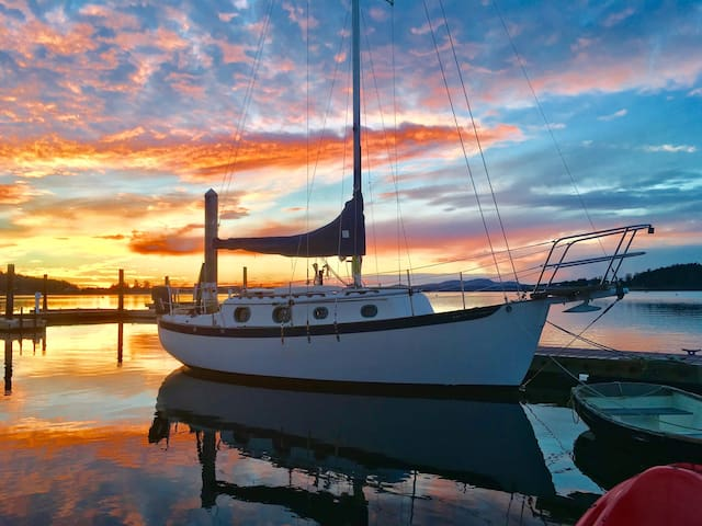 Sunsets on a Sailboat  Row/Paddle/Sail *Free Wine* - Lopez Island