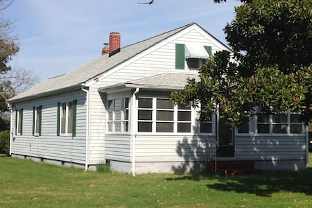 VA Cottage get-away/get-to-it-all! - Gloucester Courthouse - Casa