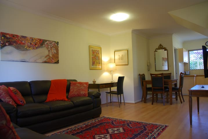 Lovely Leederville Townhouse - Leederville - Appartement