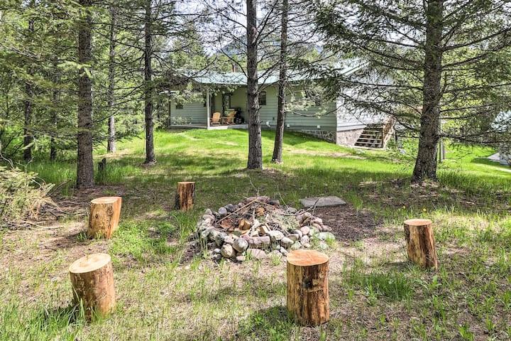 Scenic Forest Lodge Outside Glacier National Park!