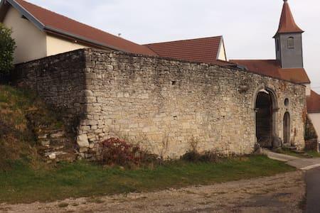 Maison dans la foret de la Serre - Gredisans - Hus