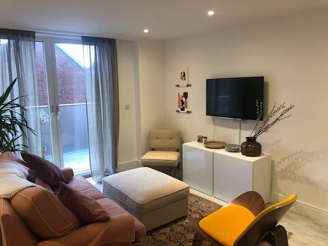 Stylish, light & spacious 1 bedroom flat