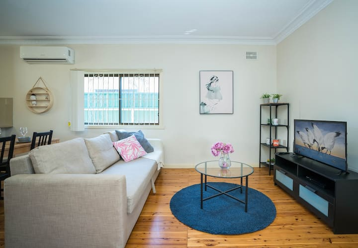 MG07-Comfy 2 br house walk to Guildford station
