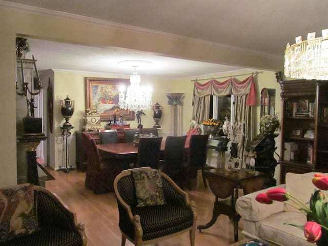CLASSIC STYLE FURNISHED TOWNHOUSE - Durham - Casa
