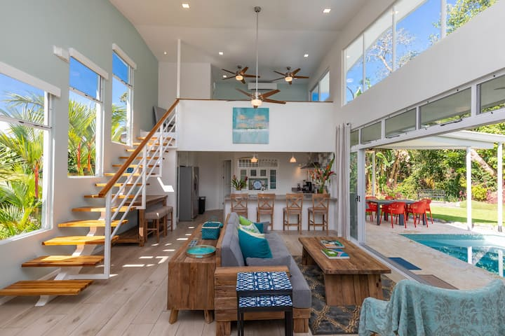The Beach House:Private pool and affordable luxury
