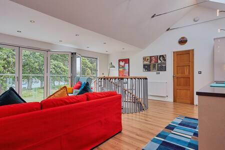 Salterns Loft - spacious waterside apartment