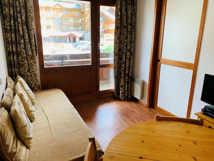 1 bedroom apartment for 4 people located in Val d'Isère, ski-in/ski-out, 500m away from town centre, free shuttle bus stop close to the residence